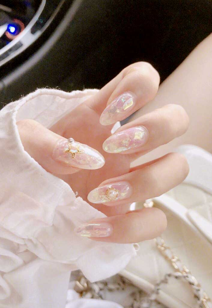 Almond-shaped Nail Designs